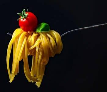 Erfahrung Intervallfasten 10in2 Methode wie viel darf man essen beim intervallfasten, Gabel mit Spaghetti