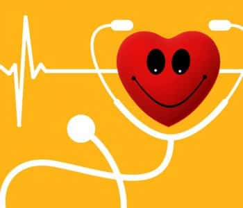 Intermittierendes Fasten ist sehr gesund: Herz mit Stetoskop