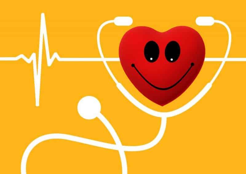 Die besten Gründe fürs intermittierendes Fasten - Herz mit Stetoskop