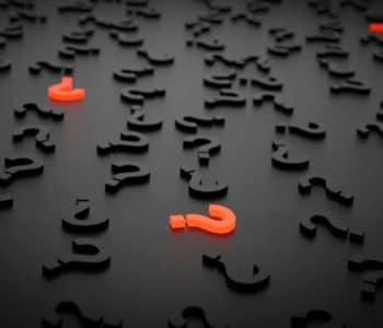 Häufig gestellte Fragen beim Intervallfasten - Fläche mit vielen Fragezeichen