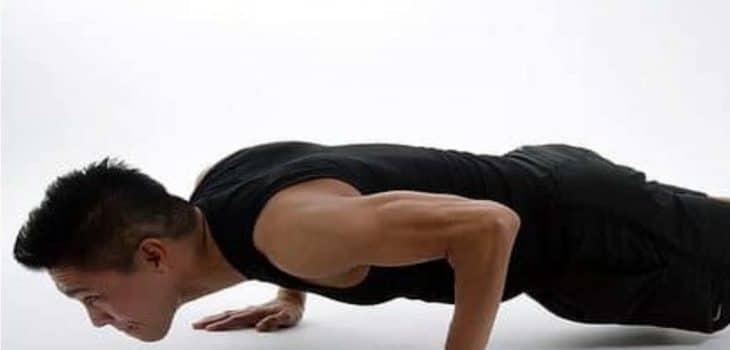 mehr Muskeln durch BWE, Body Weight Exercises - Mann macht Liegestütz