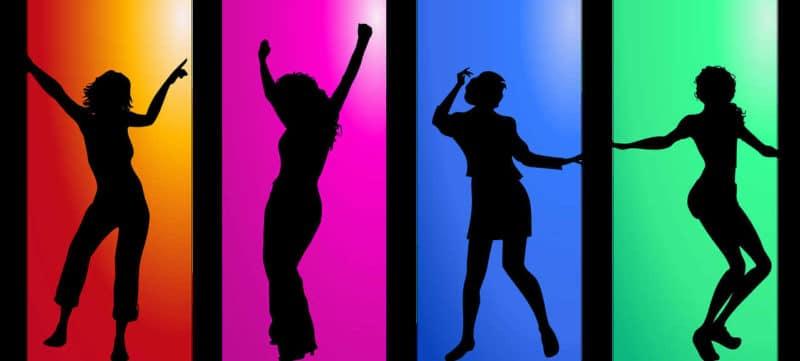Intervallfasten Erfahrung Abnehmen vier tanzende Frauen