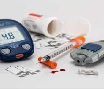 Intervallfaten und Insulin - Blutzucker Messen Utensilien